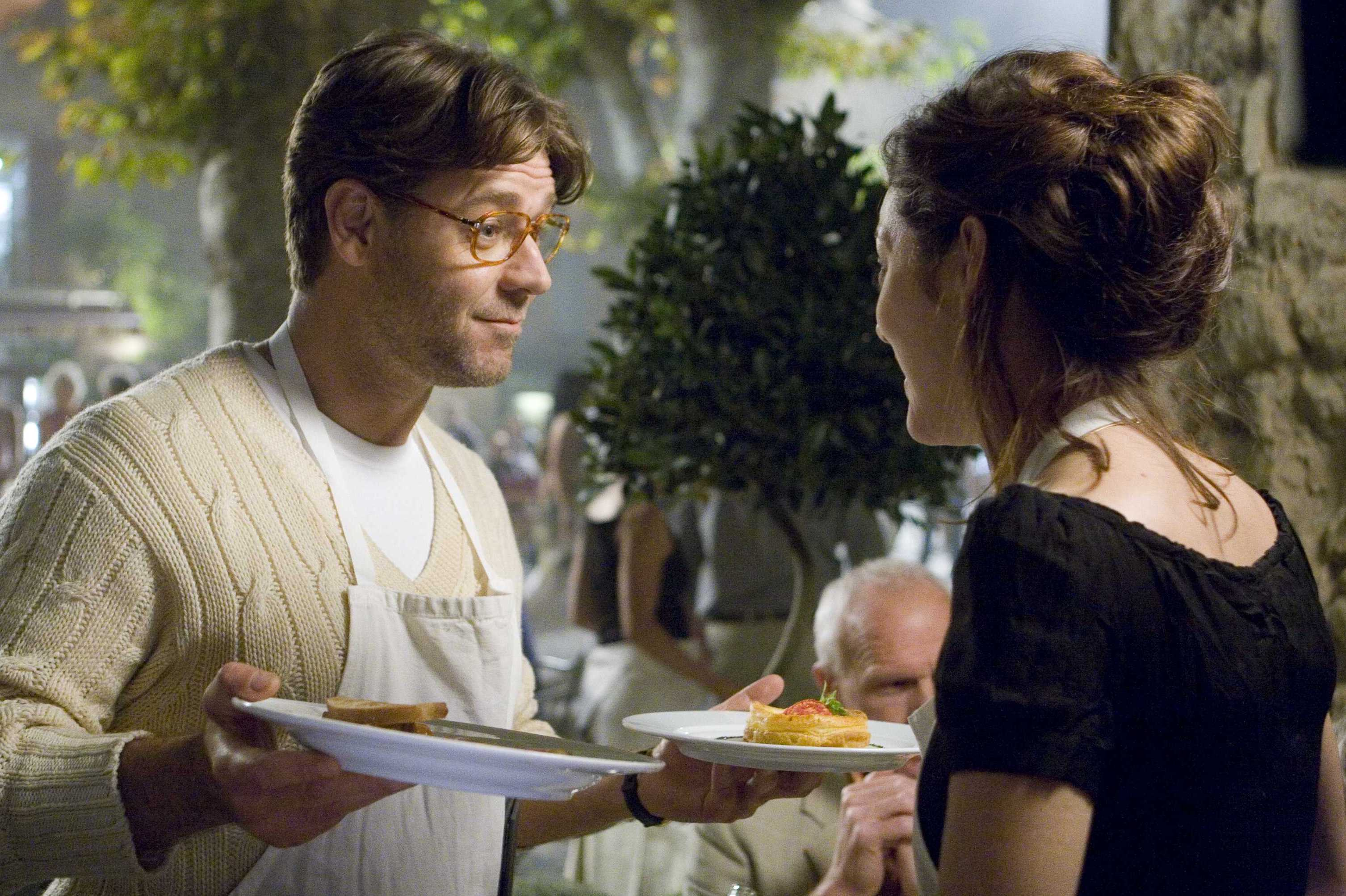 G-193	Hoping to impress Fanny (Marion Cotillard), Max (Russell Crowe) helps wait tables at her café in A GOOD YEAR.